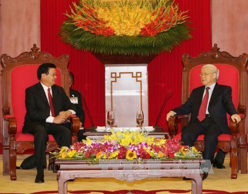 Concluye exitosamente premier laosiano visita oficial en Vietnam - ảnh 1