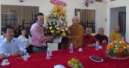 Conmemoran en Vietnam aniversario 2560 del nacimiento e iluminación de Buda - ảnh 1