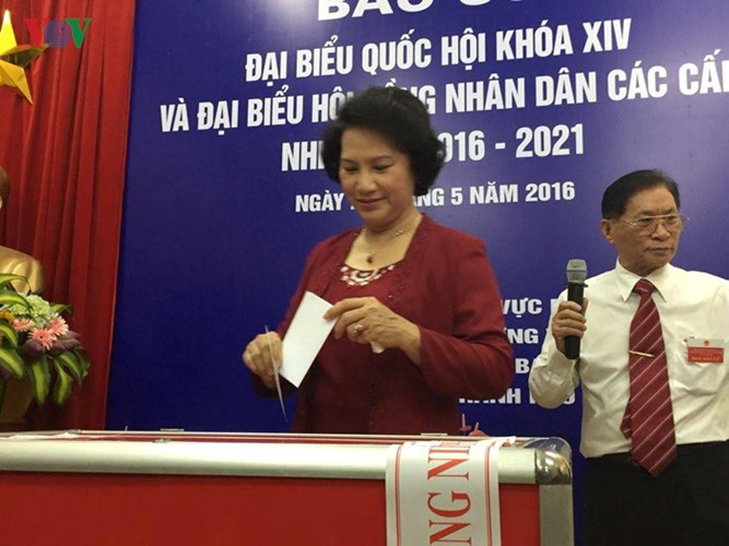 Millones de vietnamitas acuden a las urnas en total seguridad - ảnh 2