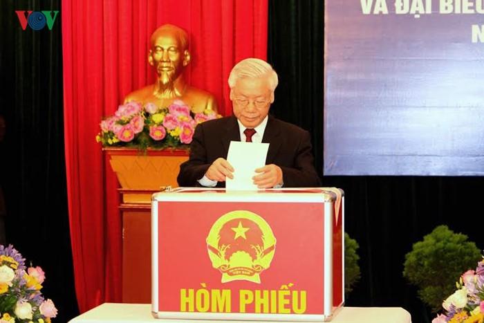 Millones de vietnamitas acuden a las urnas en total seguridad - ảnh 1