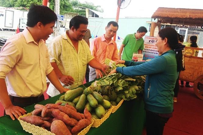 Inauguran Feria de productos vietnamitas de alta calidad Can Tho 2016 - ảnh 1