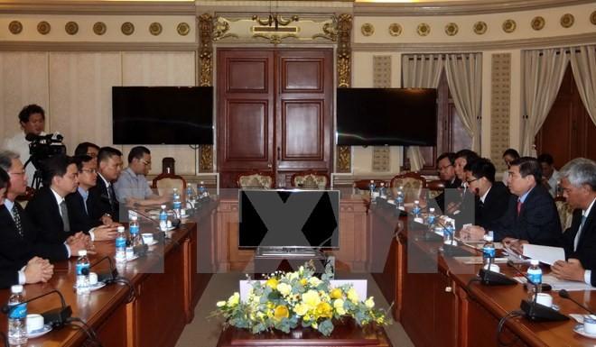 Analizan proyecto sobre Parque de Iniciativas Vietnam-Singapur en Ciudad Ho Chi Minh - ảnh 1