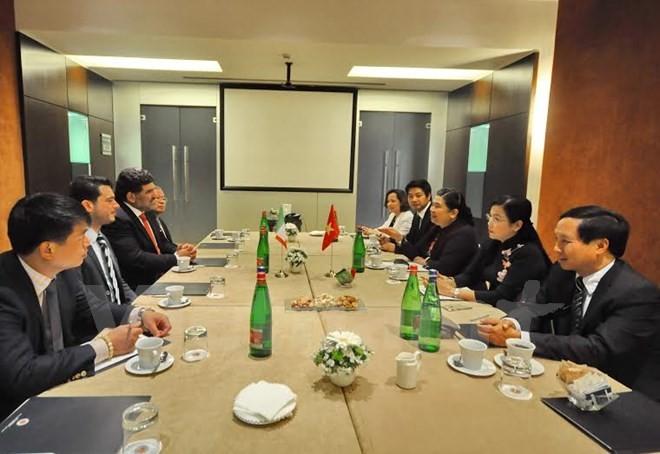 Partidos comunistas de Vietnam e Italia ratifican interés de estrechar lazos - ảnh 1