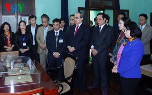 Jefe del Frente de la Patria de Vietnam rinde homenaje a presidente Ho Chi Minh - ảnh 1