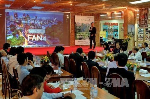 Conectan expertos de fuera y dentro de Vietnam por renovación y emprendimiento nacional - ảnh 1