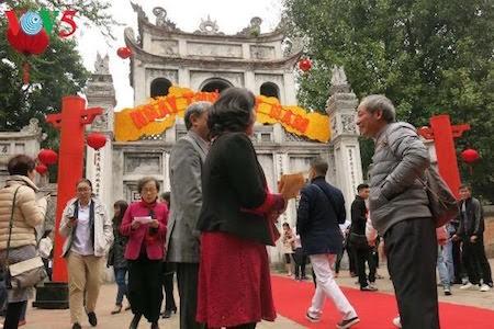 Día de la Poesía de Vietnam, en el Templo de la Literatura, en Hanoi - ảnh 1