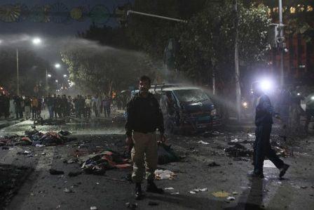 Explosión de suicidio cobra la vida de 13 personas en la ciudad paquistaní de Lahore - ảnh 1