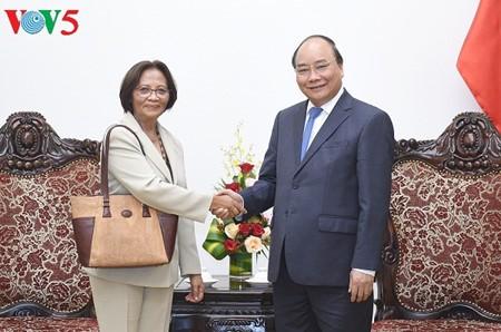 Premier vietnamita recibe a embajadores de Marruecos y Timor Oriental - ảnh 1
