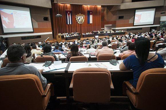 Parlamento cubano analiza textos rectores del futuro desarrollo nacional - ảnh 1