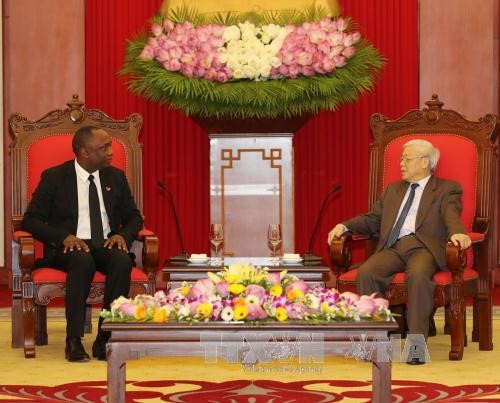 Altos dirigentes vietnamitas realizan encuentros con el presidente del Senado haitiano - ảnh 1