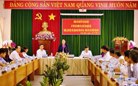 Líder parlamentaria revisa la situación del desarrollo socioeconómico de Con Dao - ảnh 1