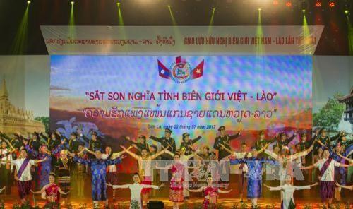 Celebran el primer encuentro de intercambio fronterizo Vietnam-Laos  - ảnh 1