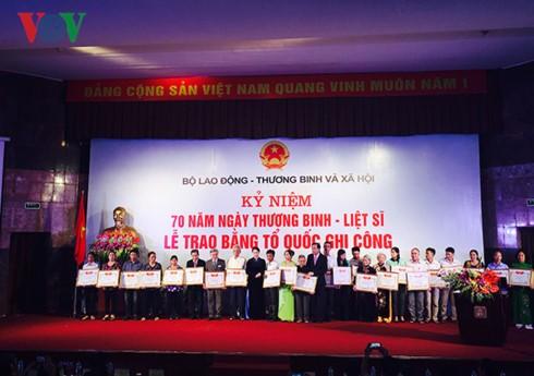 En Vietnam amplios programas artísticos para glorificar a los mártires  - ảnh 1