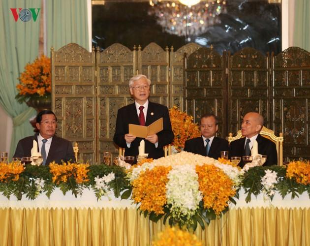 Líder político de Vietnam finaliza su visita oficial a Camboya - ảnh 1