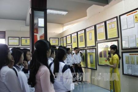 Exhiben en Kon Tum pruebas de la soberanía vietnamita sobre los archipiélagos Hoang Sa y Truong Sa  - ảnh 1