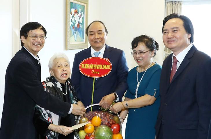 Reconocen los aportes de los maestros al desarrollo educacional de Vietnam - ảnh 1