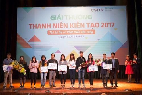 Entregan los premios a los finalistas del concurso Juventud Emprendedora 2017 - ảnh 1