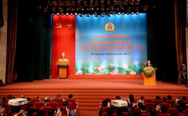 Distinguen a los sindicalistas más destacados de Vietnam  - ảnh 1