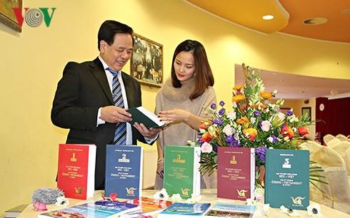Presentan el tomo 5 del diccionario checo-vietnamita - ảnh 1