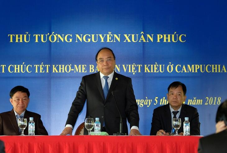 Primer ministro vietnamita se reúne con compatriotas residentes en Camboya - ảnh 1