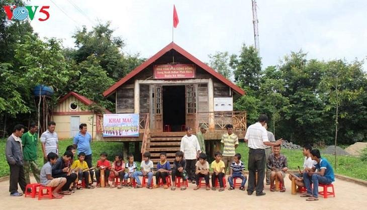 Jóvenes entusiasmados con la preservación del legado cultural de la etnia Ede - ảnh 3