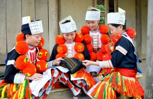 Ancestral culto de la etnia Dao Rojo a hadas protectoras de niños - ảnh 1
