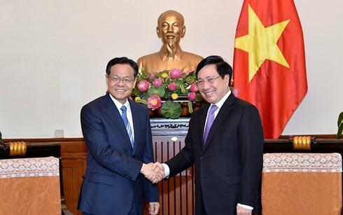 Vietnam extiende la alfombra roja a las compañías chinas, dice el canciller Pham Binh Minh - ảnh 1