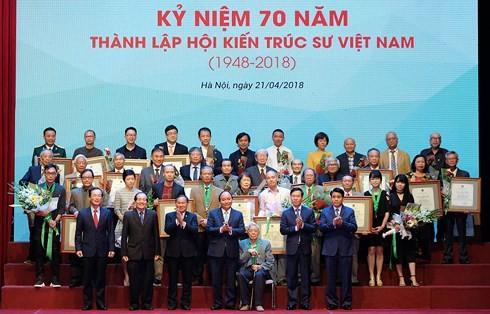 La Asociación de Arquitectos de Vietnam conmemora 70 años de su fundación  - ảnh 1