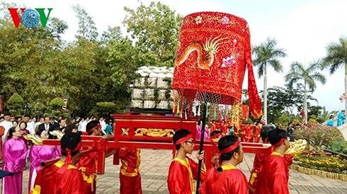 Veneración a los reyes fundadores de Vietnam en la comunidad  - ảnh 2
