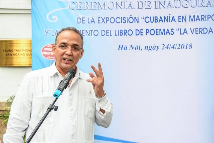 """Corazón revolucionario cubano en el poemario """"La verdad me nombra""""  - ảnh 1"""