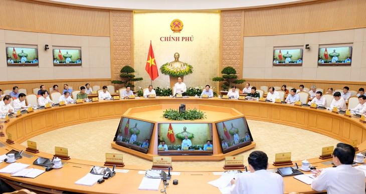 Gobierno vietnamita revisa situación socioeconómica en abril y los primeros cuatro meses de 2018 - ảnh 1
