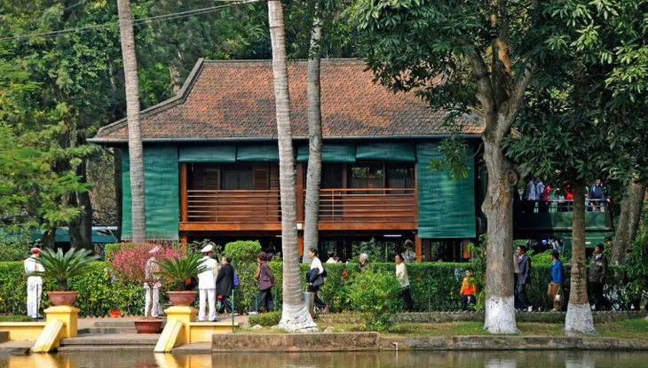 Resaltan los valores patrimoniales de la casa sobre pilotes del presidente Ho Chi Minh en Hanói  - ảnh 2