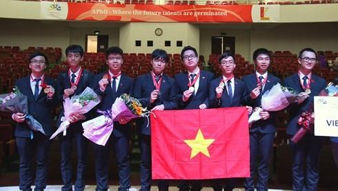 Vietnam gana cuatro medallas de oro en Olimpiada Asiática de Física 2018 - ảnh 1