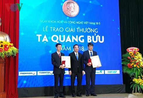 Entregan el premio Ta Quang Buu 2018 a tres científicos vietnamitas - ảnh 1