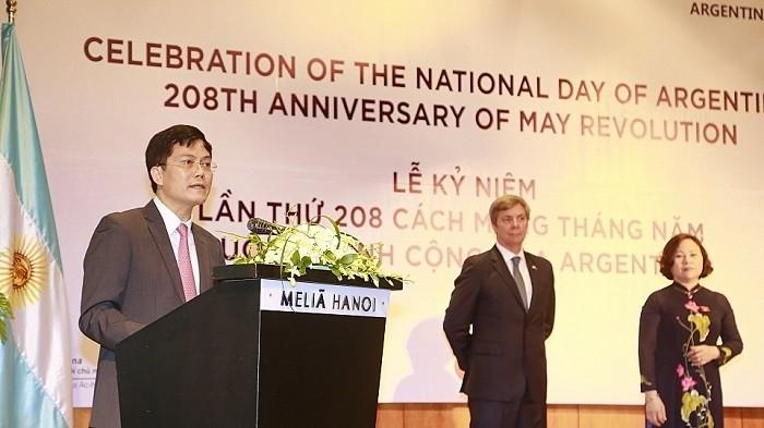 Celebran en Hanói el 208 aniversario de la Revolución de Mayo y el Día Nacional de Argentina - ảnh 1