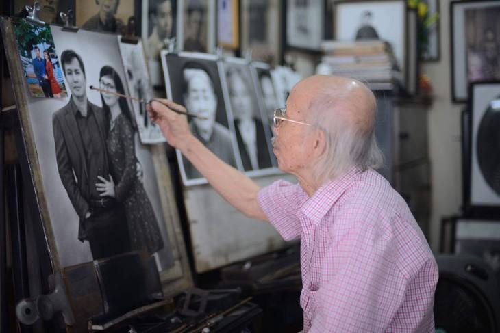 """El retratista de """"ve truyen than"""" con cerca de seis décadas en el trabajo - ảnh 1"""