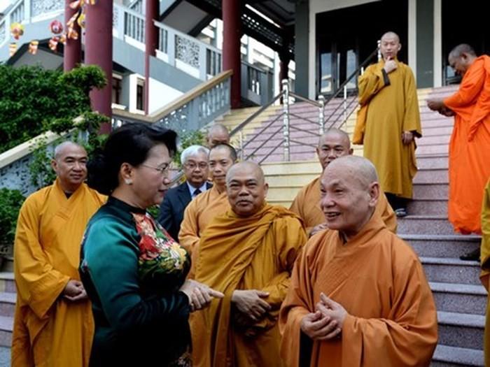 Dirigentes vietnamitas prometen garantizar la libertad de credo y religión de los ciudadanos - ảnh 1