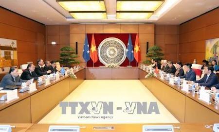 La presidenta del Parlamento vietnamita recibe al jefe del Congreso de Micronesia - ảnh 1