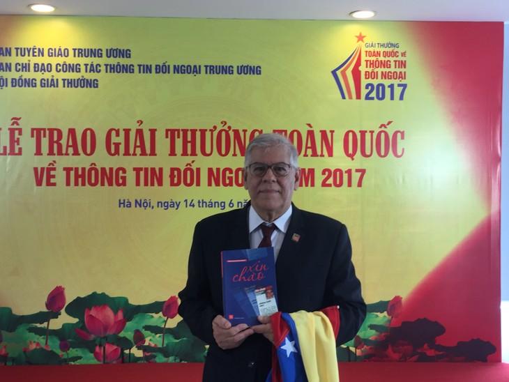 Periodista venezolano expresa sentimientos hacia Vietnam en su premiado libro  - ảnh 1