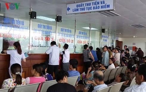 Registran cada vez mayor número de beneficiarios del seguro médico en Vietnam - ảnh 1