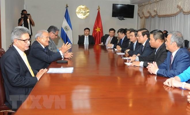 Delegación del Partido Comunista de Vietnam finaliza su visita a El Salvador - ảnh 1