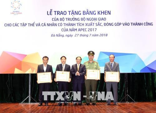 Reconocen contribuciones de entidades y personas en el éxito del Año APEC 2017 en Vietnam - ảnh 1