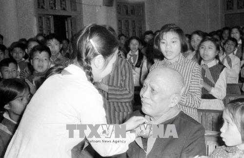 Conmemoran el nacimiento del presidente Ton Duc Thang en su tierra de origen - ảnh 1