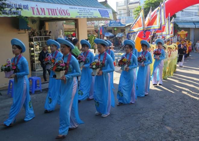 Enaltecen tradiciones culturales vietnamitas en Festival Vu Lan-Ngu Hanh Son  - ảnh 1
