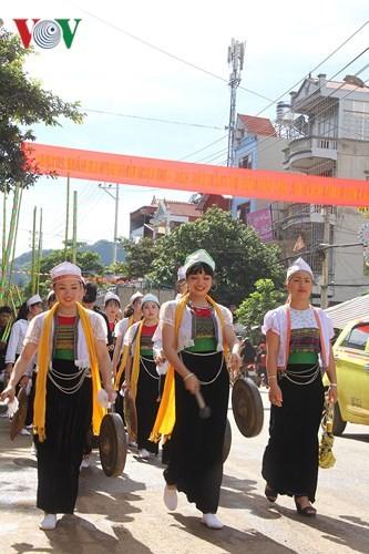 Los Mong viven la Fiesta Nacional - ảnh 4