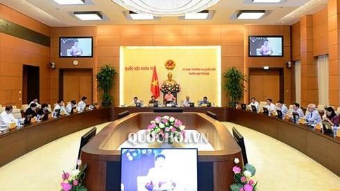 Asamblea Nacional vietnamita evalúa ejecución de Constitución y resoluciones parlamentarias  - ảnh 1
