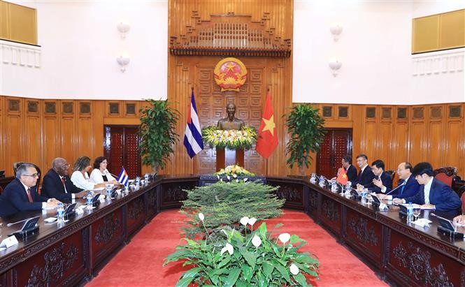 Dirigentes vietnamitas reciben al primer vicepresidente de Cuba  - ảnh 2