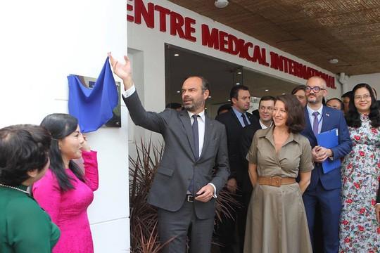 Premier Edouard Philippe asiste a la inauguración del Centro de Medicina Francesa en Ciudad Ho Chi Minh - ảnh 1