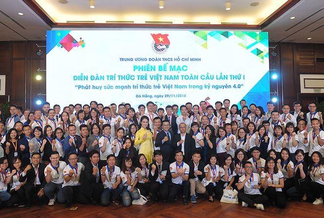 Clausuran Foro Global de Intelectuales jóvenes vietnamitas 2018 - ảnh 1