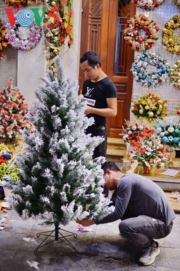 Ambiente navideño de Hanói - ảnh 11